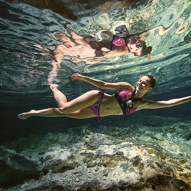 Nadar de noche en un cenote
